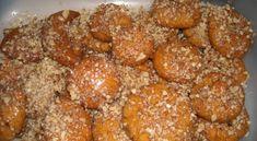 Μελομακάρονα με σιμιγδάλι Christmas Sweets, Greek Recipes, Biscuits, Caramel, Deserts, Good Food, Dessert Recipes, Cooking Recipes, Postres