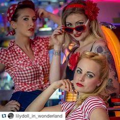 #picoftheweek 3 jolies pin-up tout droit sorties des Happydays prennent possession de Memphis Coffee ! @lilydoll_in_wonderland ・・・ #pinupgirl #rétro #vintage #memphiscoffee #redlips #pinupstyle #shooting #labelancre
