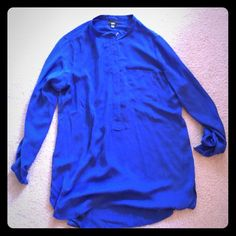 """Blue long sleeve top Beautiful blue, long sleeve top - zipper in front so can wear conservatively or be a little more """"out there""""  - can wear with shorts - long enough for leggings, too! Mossimo Supply Co Tops"""