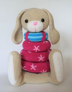 The pattern is written in US terms Finished measurements approx. 24 cm/ 9.4″ high, made with hook size 2.5