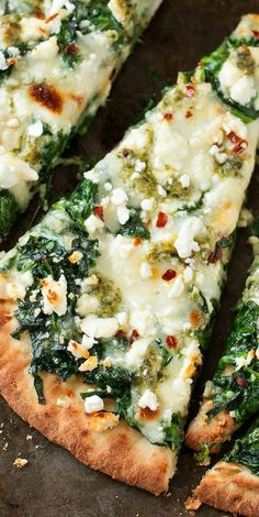 Aiming to eat more veggies? This pesto spinach flatbread pizza packs an entire box of spinach into one gloriously cheesy single-serving pizza!