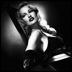 Femme fatale. Karen Mulder by Michael Thompson, Paris Vogue Dec 1994