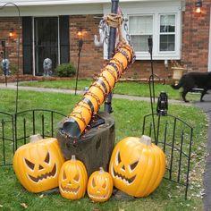 Halloween Treats For Kids, Halloween Town, Halloween Candy, Halloween 2020, Holidays Halloween, Halloween Crafts, Halloween Ideas, Halloween Door Decorations, Christmas Decorations