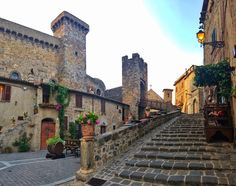 Bolsena town. Louvre, Mansions, House Styles, Building, Travel, Beautiful, Decor, Romans, Voyage