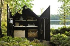 The modular nature of the Garden Shed opens up the possibilities for different setups. For the different options and purchasing information, visit Kekkilä.