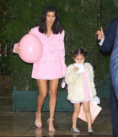 Kourt & P leaving Khloe's baby shower SplashNews #penelopedisick #kourtneykardashian