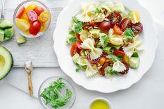 Recetas ligeras para bajar peso tras las Navidades. Ensalada de pasta con tomate y rúcula. #recetaslight #dietadetox #dietabajarpeso http://bit.ly/14BXx5N