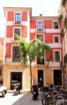 Our Plaça l´Oli building, with 3 studio´s and 3 apartments!