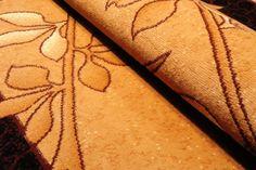 Dywan tradycyjny Gałązka wykonany techniką PP BCF. Dywan w kolorze brązowo-beżowym z motywem gałązki.