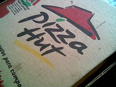 Pizza Hut style dough. I sure hope this works..... <3 me some Pizza Hut crust!!