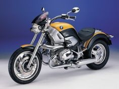 1999 BMW R1200C. She's known as