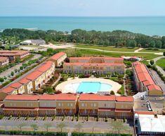 Villaggio Acacie - dovolená u moře, letovisko Caorle Lido Altanea. Oblíbené apartmány s bazénem a blízko písečné pláže, vhodné pro rodiny s dětmi. Acacia, Basketball Court