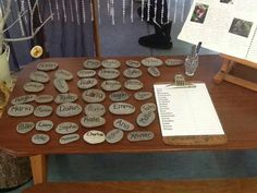 Self registration idea from reggio Play Based Learning, Learning Spaces, Early Learning, Reggio Emilia Classroom, Reggio Inspired Classrooms, Eyfs Activities, Name Activities, Classroom Organisation, Classroom Setup