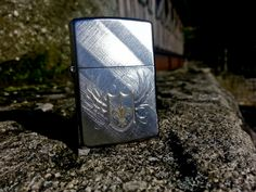 Two-tone engraving creates a fleur-de-lis coat of arms on a Diagonal Weave base model fit for royalty of all kinds. Comes packaged in an environmentally friendly gift box. For optimal performance, use with Zippo premium lighter fluid.