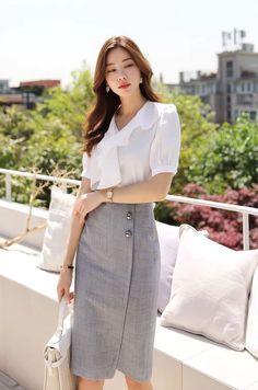 Three Button Asymmetrical H-Line Skirt Luxury Modern Homes, Modern Home Interior Design, Luxury Homes Interior, Street Style Trends, Look Office, Luxury House Plans, Black Luxury, Trend Fashion, Apparel Design