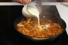 Piept de pui cu ciuperci și smântână, rețetă rapidă | Rețete - Laura Laurențiu Fondue, Favorite Recipes, Chicken, Ethnic Recipes, Projects, Red Peppers, Cubs