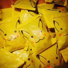 Categorie #simpel #diy #uitdeelzakje #snoepjes #pikachu #pokemon #traktatie #trakteren #uitdelen