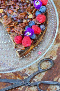 Kakkuviikarin vispailuja!: Pähkinäinen mantelikakku Almond Cakes, Acai Bowl, Breakfast, Desserts, Food, Healthy, Acai Berry Bowl, Morning Coffee, Tailgate Desserts