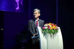 Man Koon SUH, M.D. presenting the rhinopasty techniques at the ISAPS/OSAPS held in Bangkok