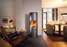 Kominek magazynujący ciepło MERANO XL to połączenie nowoczesnego designu, energooszczędności i funkcjonalności. Dostępny opcjonalnie moduł retencji ciepła o wadze 100kg pozwala na ogrzewanie pomieszczeń jeszcze bardzo długo po wygaszeniu kominka