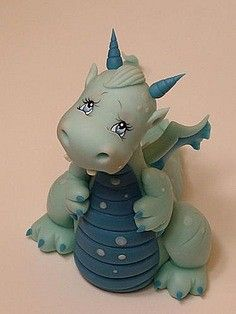 Not a tute but so cute! Polymer Clay Dragon, Polymer Clay Figures, Polymer Clay Sculptures, Polymer Clay Animals, Fimo Clay, Polymer Clay Projects, Polymer Clay Creations, Sculpture Clay, Polymer Clay Crafts
