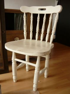 Read information on Shabby chic design Shabby Chic Bedrooms, Shabby Chic Homes, Shabby Chic Decor, Distressed Furniture, Shabby Chic Furniture, Painted Furniture, Decoupage Chair, Shabby Chic Storage, Shelf Furniture