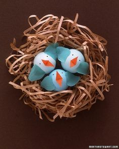 DIY: Free printable template to make all kinds of little creatures out of eggs. Cute!