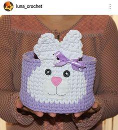 Que fofurinha!!!  #crochet #croche #handmade #cesto #fiodemalha #feitocomamor #feitoamao #trapilho #totora #knit #knitting #basket #decor #quartodebebe #cestodecoelho #coelho #decoration #decoracao #artesanato #cesto #cestoorganizador Por @luna_crochet
