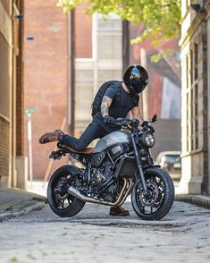 Bobber Motorcycle, Moto Bike, Motorcycle Style, Motorcycle Outfit, Moto Custom, Custom Bikes, Agv Helmets, Er6n, Yamaha Cafe Racer