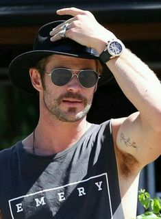 Chris Hemsworth in Byron Bay, Australia. Chris Hemsworth Thor, Happy Birthday Chris, Snowwhite And The Huntsman, Hemsworth Brothers, Man Thing Marvel, Marvel Man, Men Tumblr, Tom Payne, American English