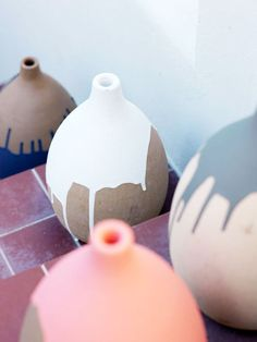 Dipped in paint is a trend everyone's loving and trying. Like these dip-dyed vases? #crafty
