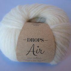 Drops Air. Skøn kombination af blød baby-alpaca og varm merino-uld! Perfekt til tørklæder og tykke sweatre. Se de forskellige farver her: http://hobbii.dk/collections/drops-air