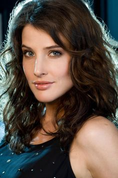 Cobie Smulders (Robin from How I met Your Mother) is GORGEOUS!