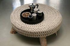 Crochênão é mais coisa só de vovó. Com design moderno, muitas vezes misturando o crochê com objetosinesperadoscomo pedras, esse tr...
