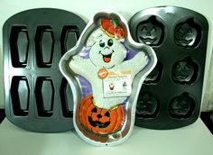 Wilton Halloween Cake Pan Muffin Cupcake Baking Lot Ghost Pumpkin Coffin Mold