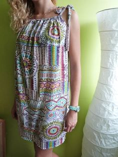 Y a pas plus simple ! Beach Dresses, Summer Dresses, Diy Clothes, Clothes For Women, Creation Couture, Couture Sewing, Red Fabric, Refashion, Dress Making