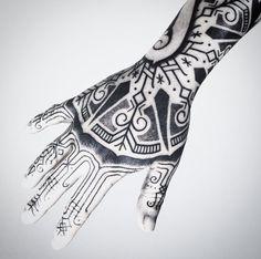tattoos. hand. black. nordic. transformation. 2017. meatshoptattoo. spain. custom. unique. 2017. tattooist.