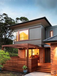 Second floor addition and modern style - Before After DIY Modern Exterior, Exterior Design, Exterior Paint, House Front, My House, Split Level Exterior, Mid Century Exterior, Exterior House Colors, Siding Colors