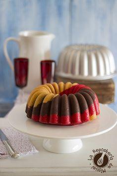 Bundt Cake Neapolitan