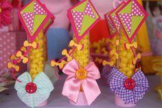 Tubetes decorados com pipas em scrap