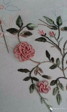 Hand Embroidery Patterns Embroidery Stitches Brazilian Embroidery 3 Needlework Elsa Ribbons Types Of Embroidery Dressmaking Hand Embroidery Videos, Hand Embroidery Flowers, Hand Embroidery Tutorial, Simple Embroidery, Hand Embroidery Stitches, Silk Ribbon Embroidery, Crewel Embroidery, Floral Embroidery Patterns, Hand Embroidery Designs