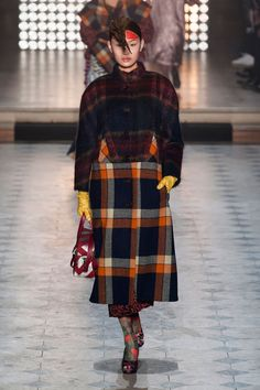 Photo of Vivienne Westwood Gold Label Autumn/Winter 2014 Runway Fashion, High Fashion, Fashion Show, Fashion Design, Fashion 2014, Fashion Men, Paris Fashion, English Fashion, Scrappy Quilts
