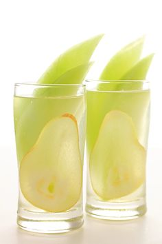 gastrogirl: honeydew and pear sangria.