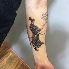 tatuajes de samurai en el brazo pequeños