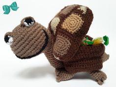 Emil ist eine uralte und weise Schildkröte mit Charme. Das Beste an ihm: In seinem Panzer hat er Platz für ein Geschenk. So kannst du die Schildkröte und eine andere Kleinigkeit verschenken. Doppelte Freude kommt doppelt gut an. Schön als Dekoration