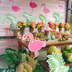 Mais um pouquinho da festa da Juju ! 💕💕💕🍍🍍🍍🍉🍉 #festatropical #flamingo #tropicalparty #arranjoscomfrutas #mariferolaproducoes #minhasushizinha #festainfantil #festamenina #temamenina