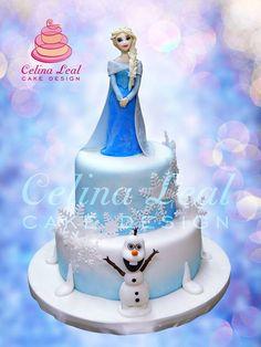 bolo Frozen com Elsa no topo/Frozen cake with Elsa topper