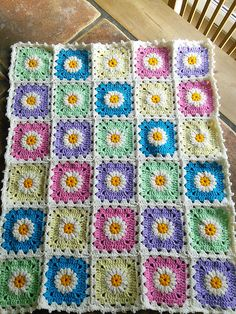 "Ravelry: Nana's ""Fluffy Flower"" Square pattern by Des Maunz"