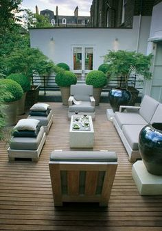 love this clean and tidy patio I just love this to much, very fond of clean and sharp balanced with circular Topiory