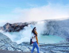 Starting off a relaxing weekend.  Location : Kawah Ijen Photo by @sylvialaud . . #kawahijen #gunungijen #explorebanyuwangi #explorenusantara #pesonaindonesia #wonderfulindonesia #tukangjalan #tukang_jalan #tour #travel #travelling #vacation #jalanjalanmen #indonesia #travelphotography #instagood #instadaily #fictoftheday #lifefolkindonesia #ayodolan #instagram
